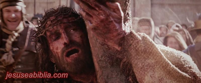 Jesus caminha até a cruz
