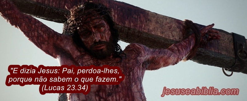 Imagens de Jesus na Cruz Enquanto Ora por seus inimigos