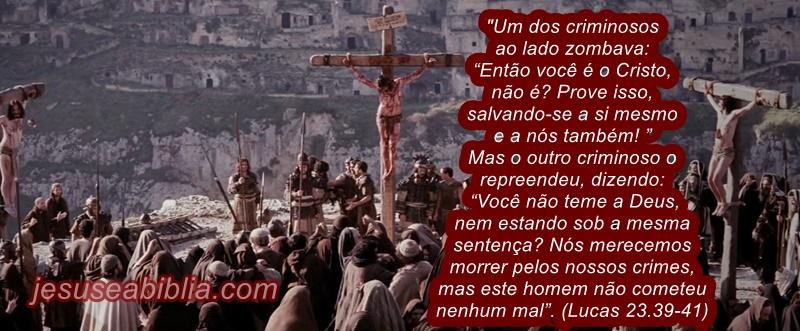 Imagens de Jesus na Cruz entre ladrões